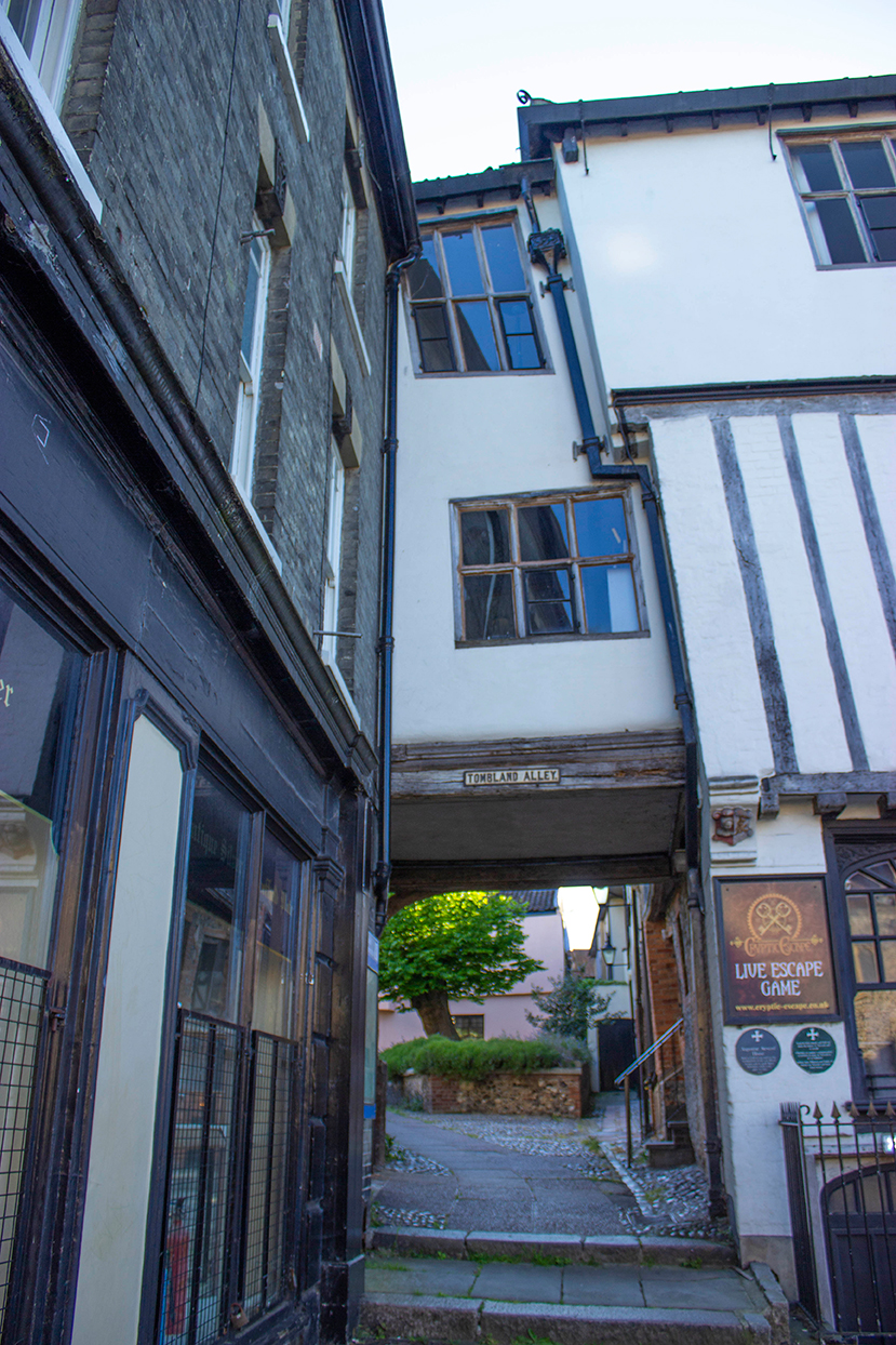 crooked house overhang tombland alley norwich