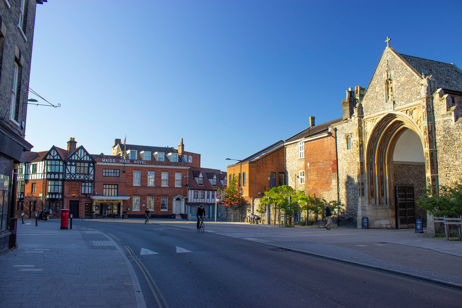 tombland norwich cathedral gate and maids head hotel